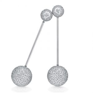 Tom Rucker Jewellery earring. Platinum 950 earrings 2 rare white diamonds 1.04 carats