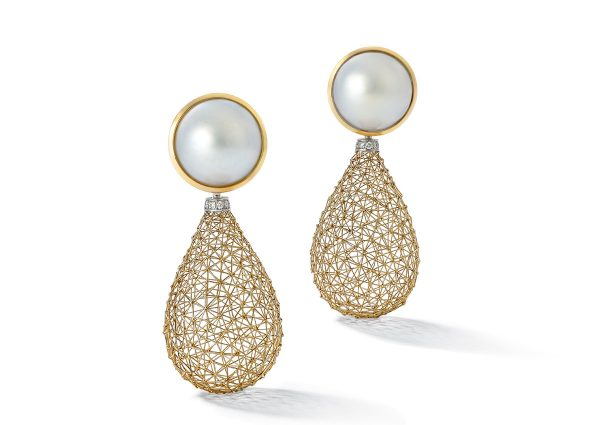 Tom Rucker Jewellery earrings Gold with Mabe pearls. Brilliant-cut white diamonds