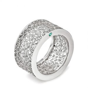 Tom Rucker Jewellery ring. Platinum 950 ring with rare white and blue diamonds