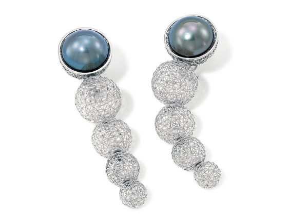 Tom Rucker Jewellery earrings. GEO.ORBIT selected for the 2007 Emmy Awards in Los Angeles. Invited by the Platinum Guild International, USA. Tom was asked to make GEO.ORBIT and another two of his stunning pieces available, to be worn on the red carpet during the 2007 Emmy Awards where they were seen by millions worldwide.