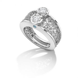 Tom Rucker Jewellery ring. Platinum ring with white brilliant-cut diamonds and fancy blue brilliant-cut diamonds.