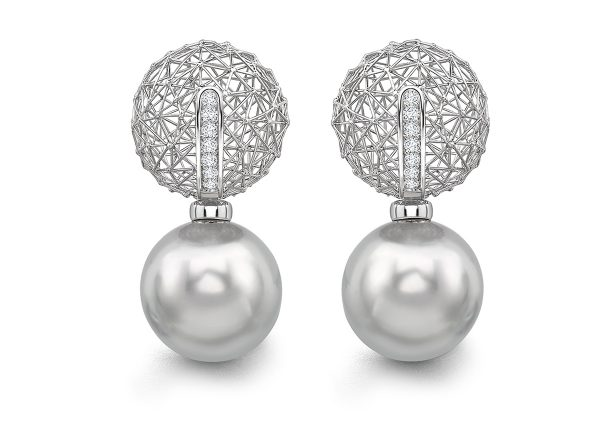 Tom Rucker Jewellery. Platinum Ear Rings Platinum 950. 14 rare white diamonds 0.15 carats South Sea Tahiti Pearls